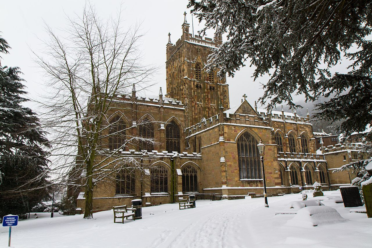 Great_Malvern_Priory_-_winter_view